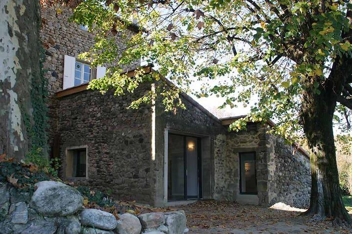 gîte en pierres refait à neuf - Aubenas - House