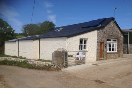 Eastern Slade Barn/Bunkhouse 5 star - Swansea