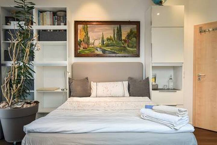 Cosy Living (3 Pers.) in 2 Guestrooms in Stuttgart
