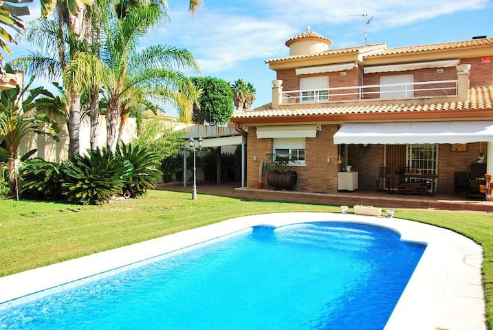 Villa Melisa close the beach with amazing garden - Tarragona - Villa
