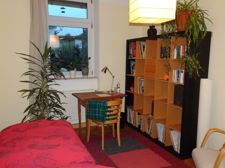 Gemütliches und helles Gästezimmer in schöner Lage