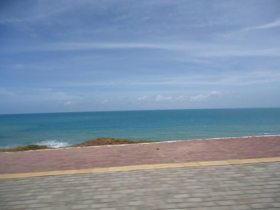 Praia do Meio com ciclovia
