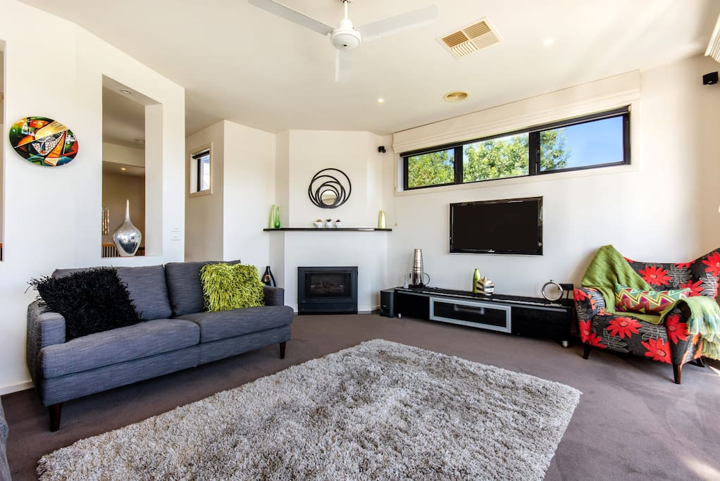 Bright and spacious upstairs open plan living area