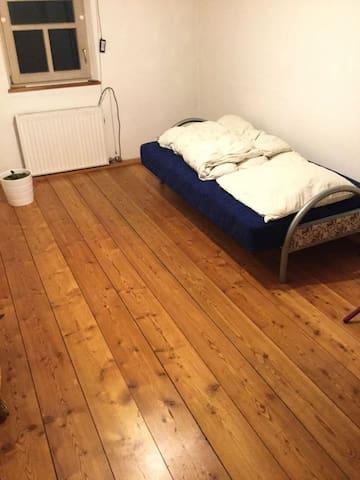 Sandsteinhaus-Zimmer, ruhige und einmalige Lage - Altdorf bei Nürnberg - Casa