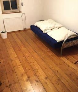 Sandsteinhaus-Zimmer, ruhige und einmalige Lage - Altdorf bei Nürnberg
