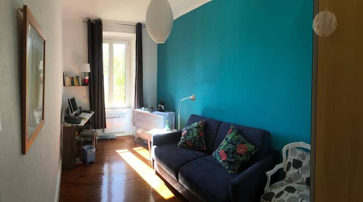 room  close to train station / petite France