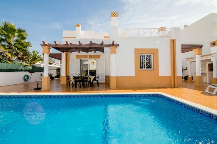 Gale, Albufeira 3 Bedroom Villa & Pool,Nr. Beaches