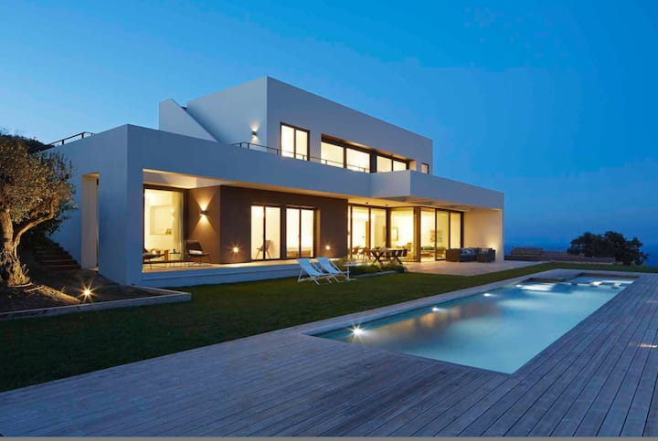 Modern Villa with pool/Available 02.09-15.09