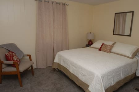 Private room at GRAMMY'S SLEEPING ROOMS - Beckley - Pis