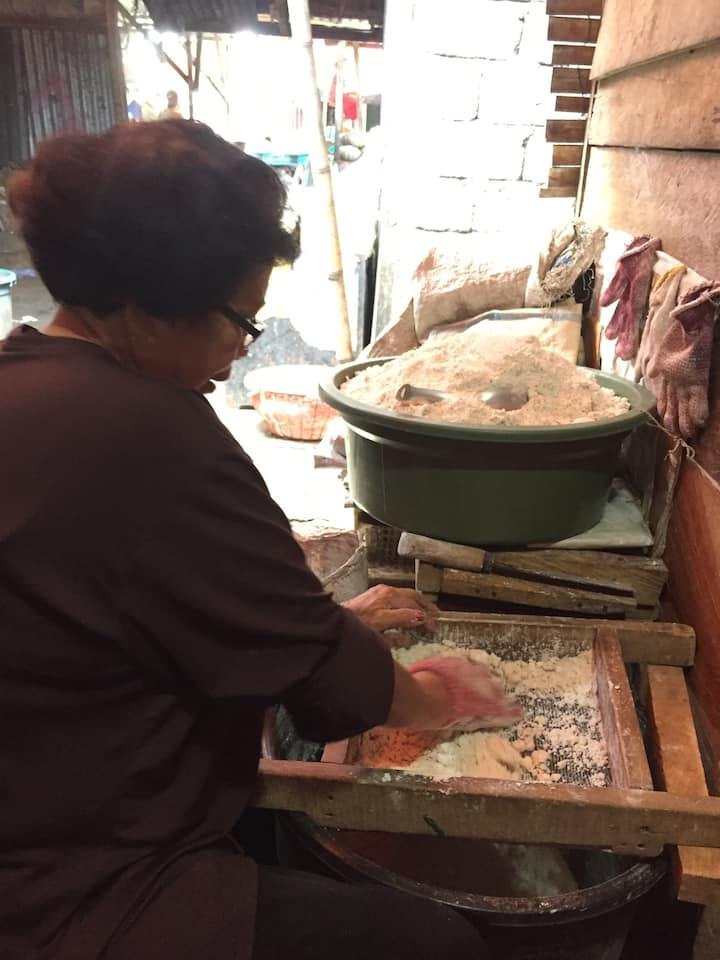 Preparing sago flour