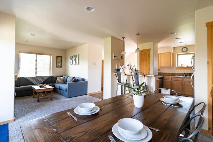 Downtown 3bdrm w Private HotTub! Steps to Shuttle.