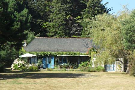 Villa sur un grand terrain direct sur la plage vue - Île-aux-Moines - 別荘