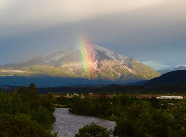 Roaring Fork River, Mt Sopris Views - Glenwood Springs - Apartment