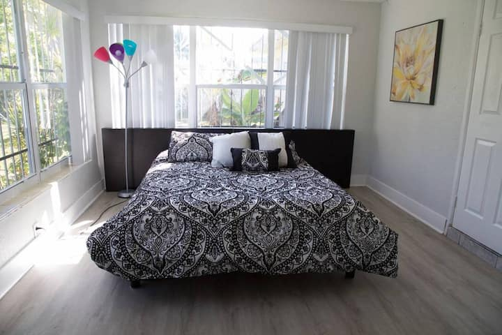 ❀Peachy Room with Queen bed❀