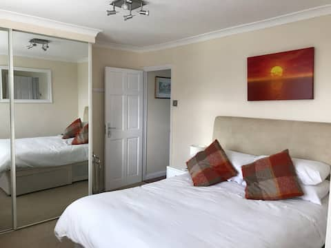 Double Room with En-Suite & Parking. Pets Friendly