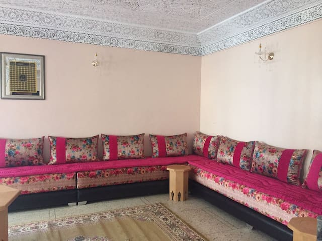 Awesome home in Fès w/ 3 Bedrooms and WiFi