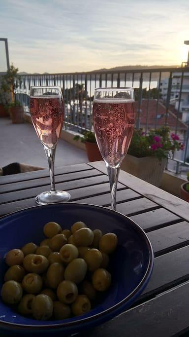 Champagne & Olives