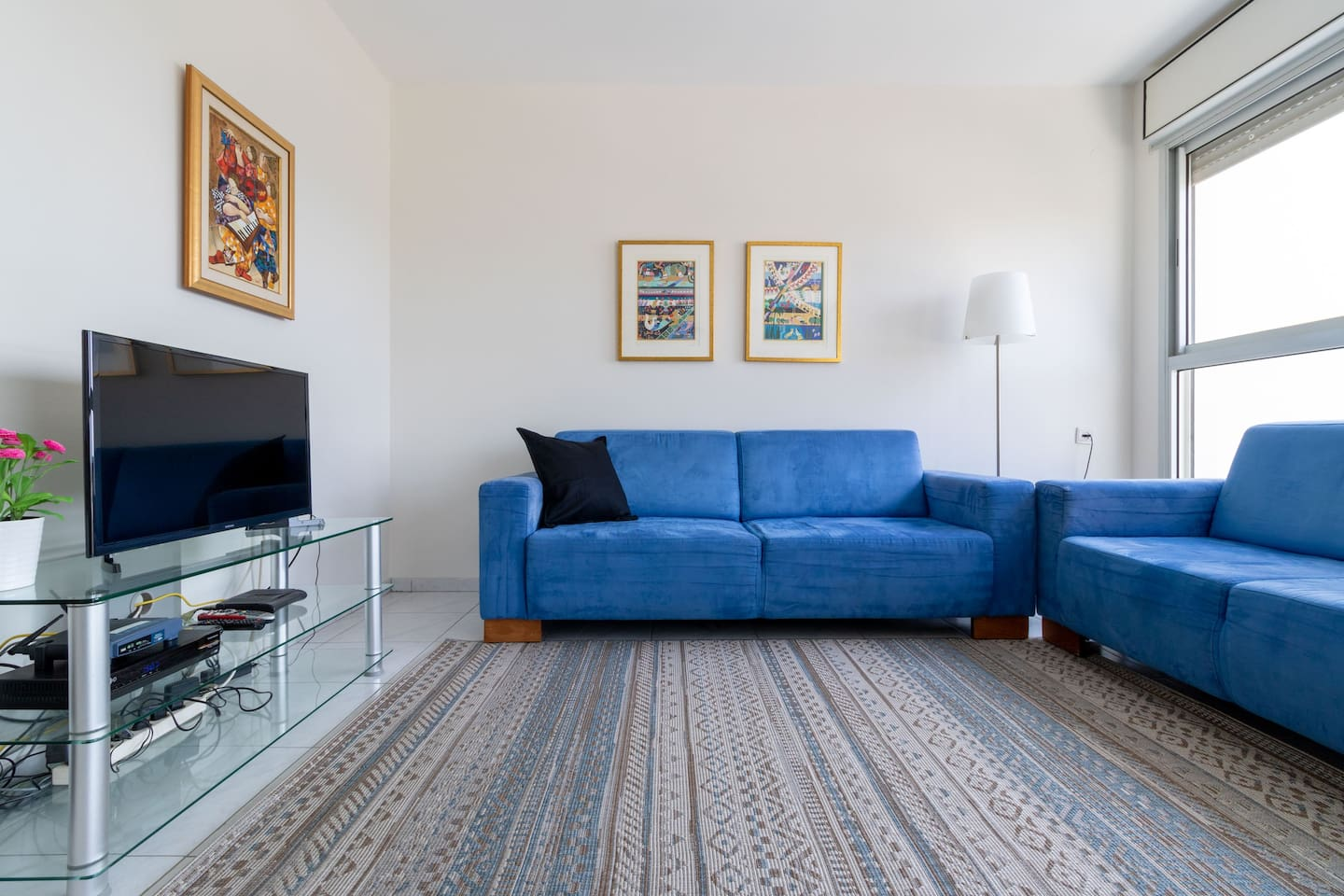 Comfy, airy and bright living room with Cable TV for relaxing after a long day touring or visiting family.