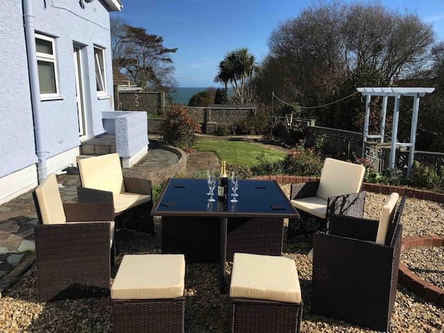 Benllech Sea View bungalow, Dog Friendly sleeps 6