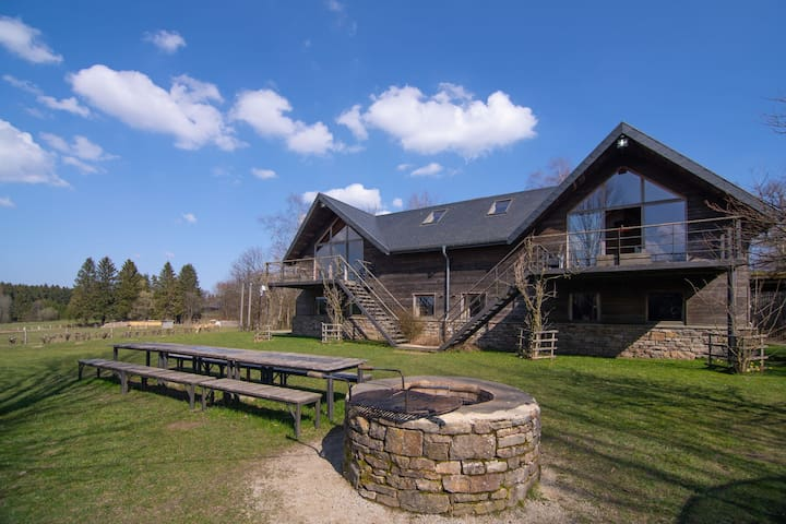 Chalet en bois pour 28 personnes avec saunas sur un domaine dans les Hautes Fagnes