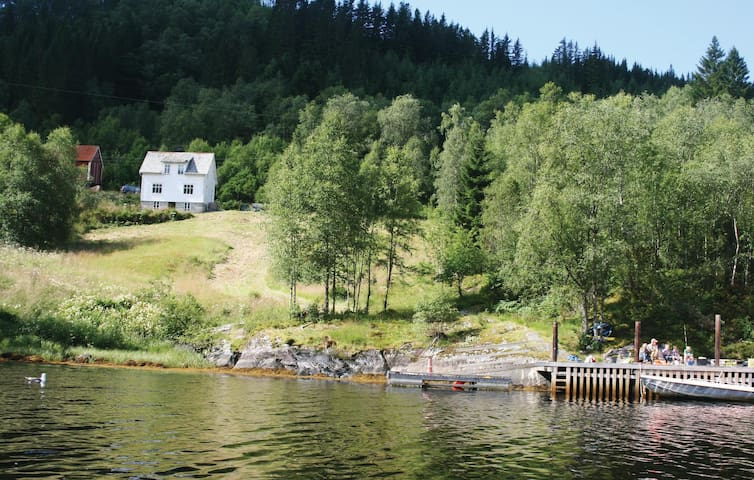 Holiday cottage with 4 bedrooms on 105 m² in Flekke