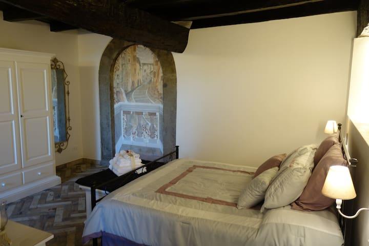 panoramica camera da letto matrimoniale