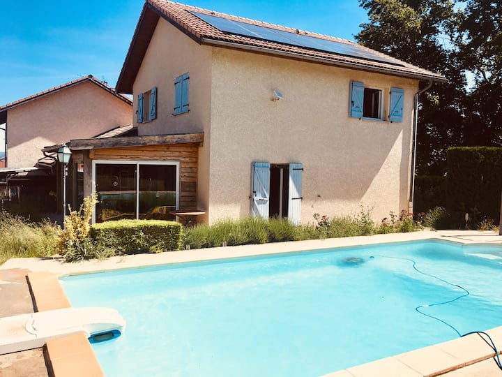 Superbe villa avec piscine près des Alpes