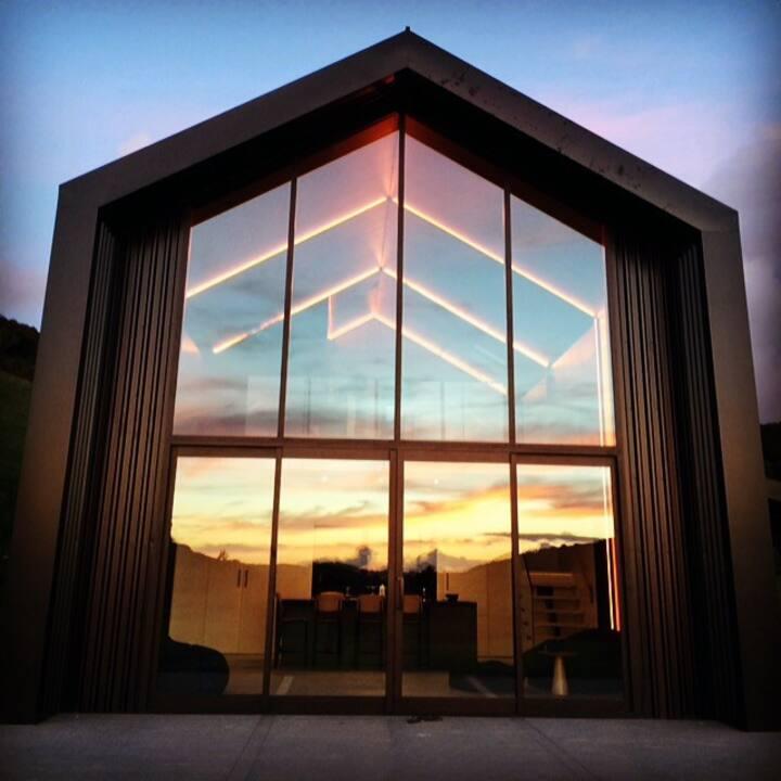 Modern Barn style home In wine valley of Waiheke