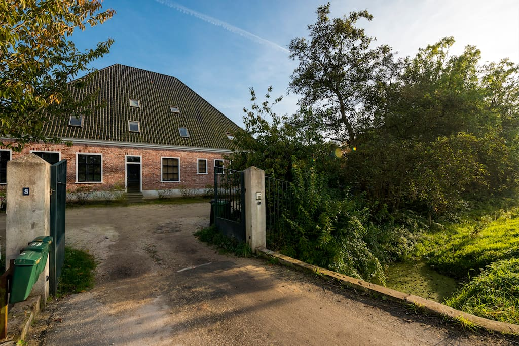 Welcome to our charming farm house on the outskirts of Amsterdam!