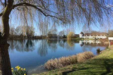 Lakeside cottage in Cotswold Waterparks - South Cerney - Huis
