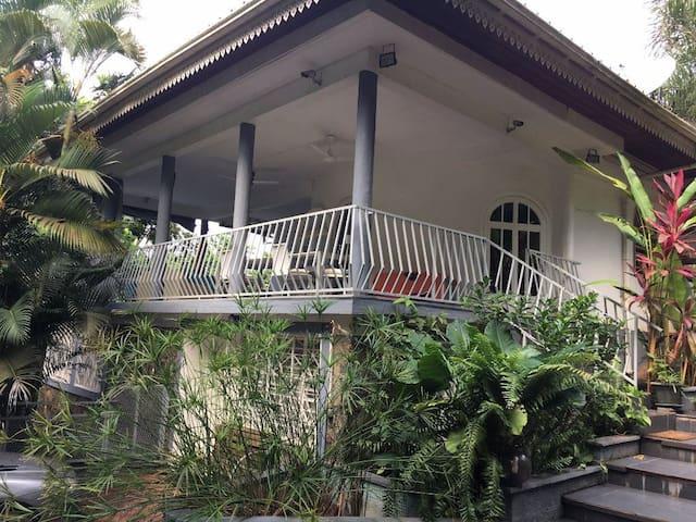 Villa T5 avec  jardin 1,500 m2 adapteé isolement.