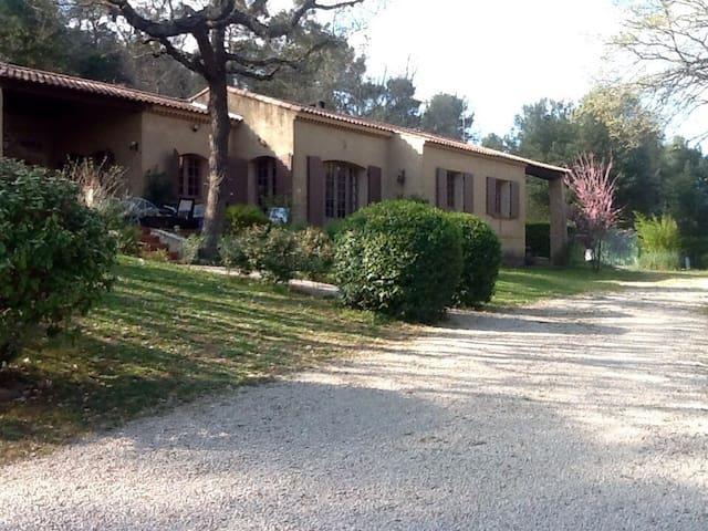 Maison 3 hectares jardin Provence - Ollières - House
