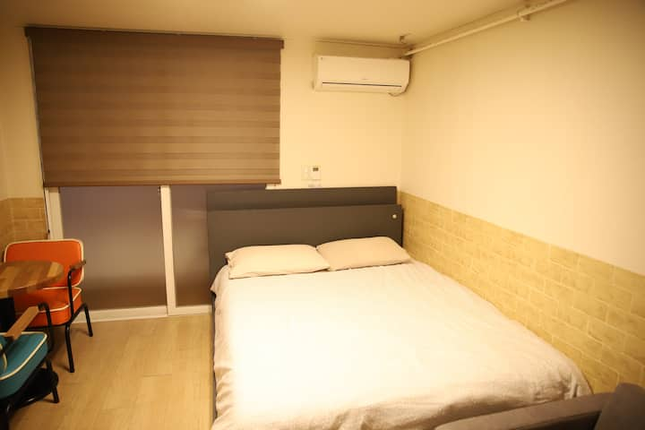 QB) Clean, Affordable, 7min from station