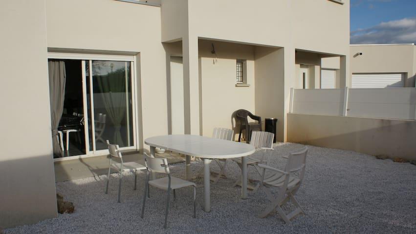 Villa T3 neuve, plein centre avec jardin