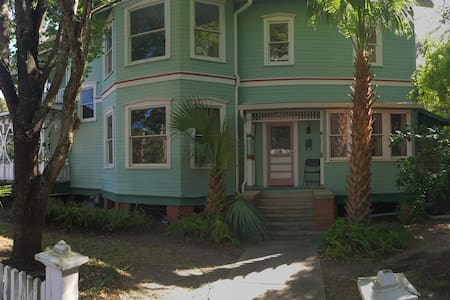 Awesome House+Awesome Location=Amazing Time - Gainesville