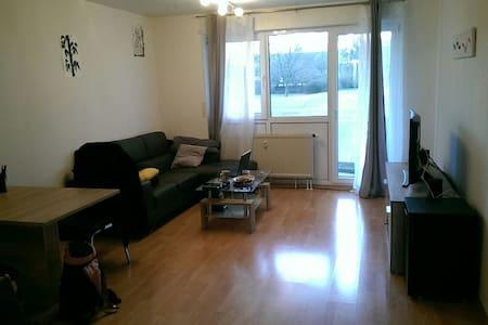 Schöne 52 qm Wohnung angrenzend an Würzburg - Höchberg - Apartament