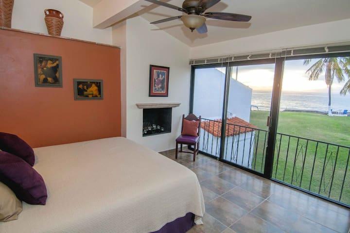Luxurious 4 bed/4 bath Beach Front Condo