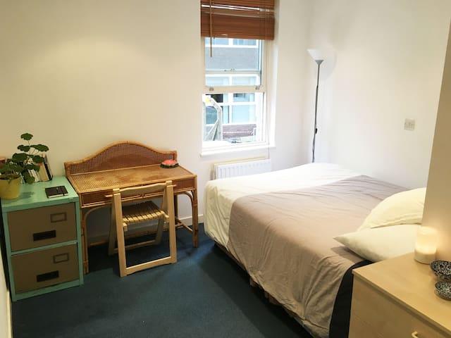 Quiet room in vibrant Hackney