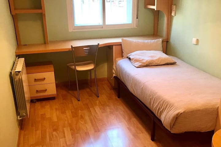 Single room/Habitación individual (ElPilar,Madrid)