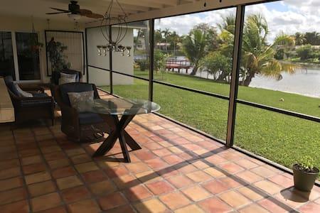 Miami with lake view single family home - Miami - House
