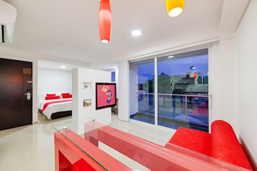Suite con balcón para disfrutar el clima y vista de la ciudad- suite with Balcony to enjoy Cali's weather and view