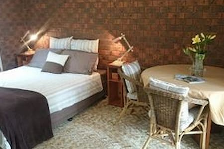 Double Bedroom + Own Sitting Room - Dromana - บ้าน