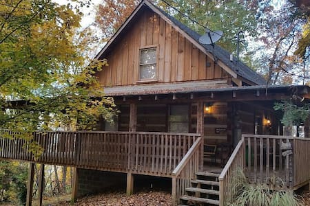SECLUDED CABIN WITH MOUNTAIN VIEWS, HOT TUB, WI-FI - Pigeon Forge - Cabane
