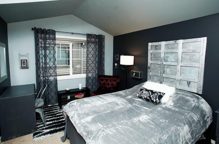 Seattle Rock n' Roll TWO bedrooms in Townhouse