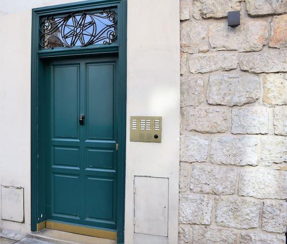 Charming tiny studio Palais du Pin