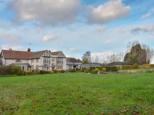 Fifield Lodge (UK10440)