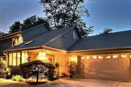 Executive Lake Home - Oconomowoc - บ้าน