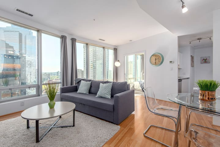 EXCEPTIONAL CITY CENTER SUITE, GREAT VIEWS