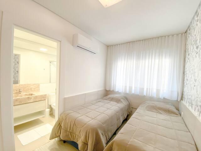 Suite com 2 camas tamanho solteiro