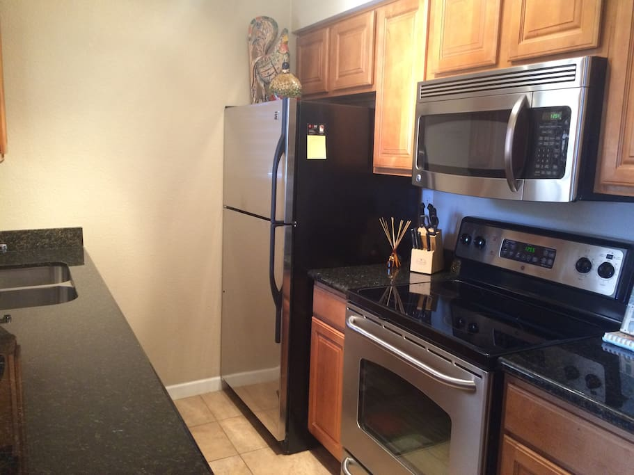 SS Appliances/Granite Counters